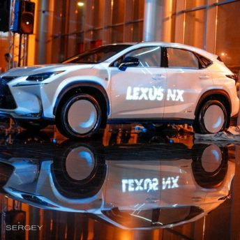 Презентация автомобиля Lexus NX в автосалоне